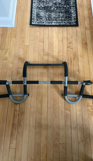 Pull Up Bar with Special U Multi Grip for Sale in Chicago, IL