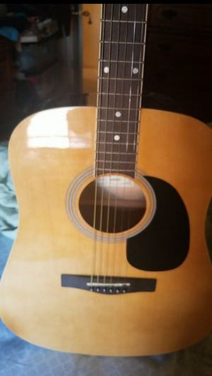 For Sale Roge Guitar, like new, include bag. Pick up only for Sale in New York, NY