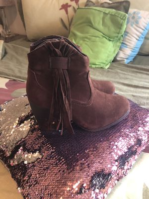 Women boots 👢 size 7.. good conditions used once for Sale in Addison, IL