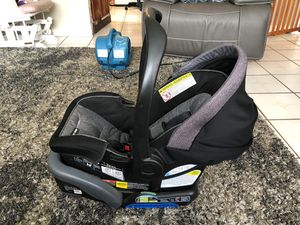 Graco quick connect baby car seat for Sale in Los Angeles, CA