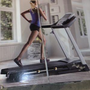 Pro Form 720 Treadmill for Sale in Columbia, SC