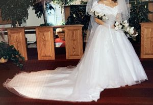 Alfred Angelo wedding dress for Sale in Orondo, WA
