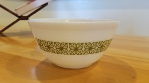 Pyrex Verde Squared Flowers 1 1/2 Qt Bowl for Sale in Garden Grove, CA