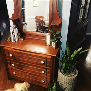 Antique 1800s dresser with mirror for Sale in MONTGOMRY VLG, MD