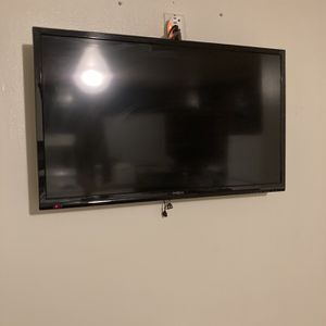 Tv Size 27/28 Inch Insigna TV for Sale in Windsor, CT