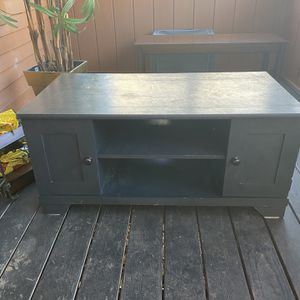 Tv stand 41 1/2 long 22 wide 19 tall for Sale in Woonsocket, RI