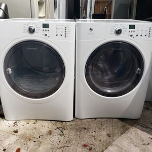 Electrolux washer and dryer stackable/ delivery available for Sale in Tampa, FL
