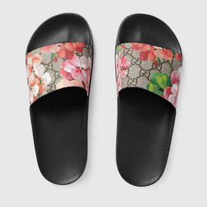 Gucci Slippers for Sale in Kearny, NJ