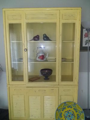 Lighted China cabinet...Antique yellow. for Sale in Oklahoma City, OK