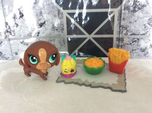 Lps pet dachshund with French fries, nachos,and a Shopkin food.Dachshund eyes have pen around it. for Sale in Kissimmee, FL