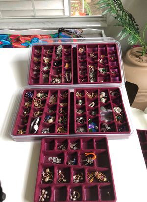 Assorted vintage and costume jewelry for Sale in Tarpon Springs, FL
