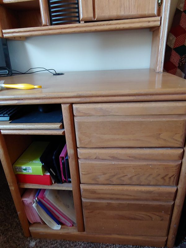 Office desk.reduced