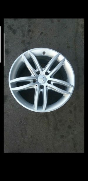 Mercedes Benz Wheel Rim 17 C250 C300 W204 for Sale in Garden Grove, CA