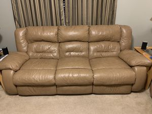 Reclining couch and love seat for Sale in Auburn, WA
