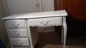 White wood desk for Sale in NEW CARROLLTN, MD
