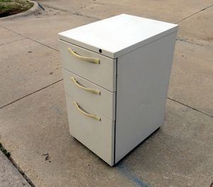 Very Nice Heavy Duty 3/Drawer File for Sale in Fort Worth, TX