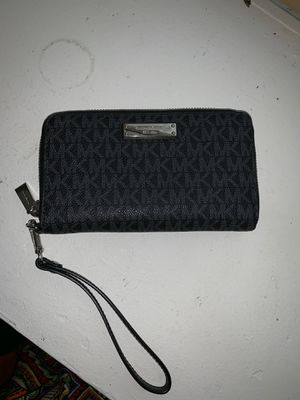 Authentic Michael kors wristlet for Sale in Chicago, IL