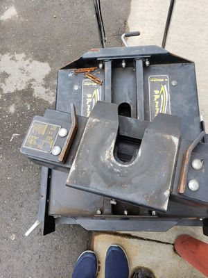 Hijacker Autoglide 5th wheel hitch for Sale in Tacoma, WA