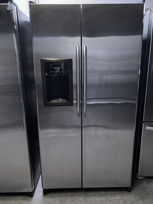 General Electric Side by Side Refrigerator Stainless Steel for Sale in Claremont, CA