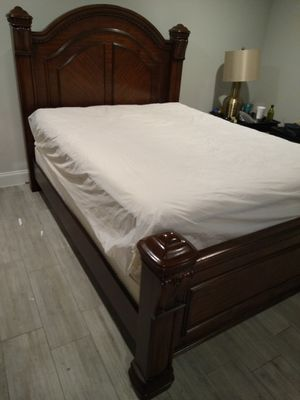 Queen Size Wood Bed for Sale in Dallas, TX