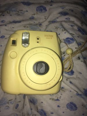 Instax mini 8 that comes with a bad and accessories for Sale in Hartford, CT