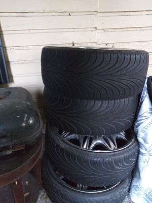 "24"" rims but needs two tires thats it for Sale in Tampa, FL"