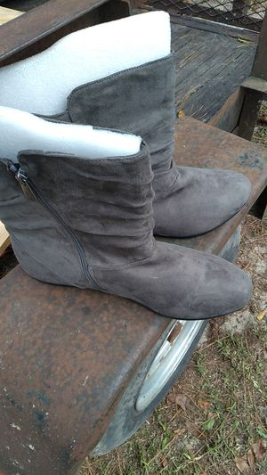 Brand new boots lady si,e 12 for Sale in Saint Pauls, NC