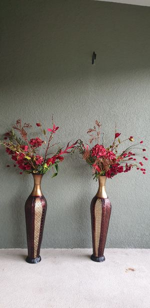 Two decorating vases with flowers for Sale in Riverview, FL