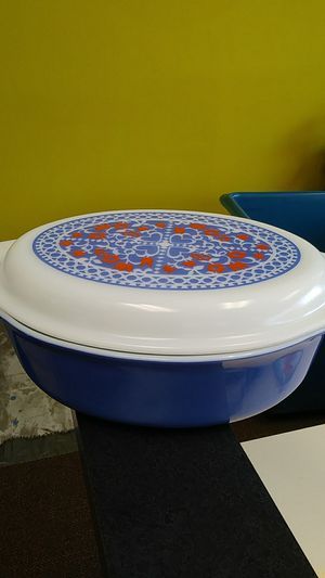Vintage PYREX New Holland #045 2.5 quart Oval Casserole With Lid for Sale in Chesapeake, VA