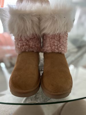 Ugg boots size 5 new for Sale in Houston, TX