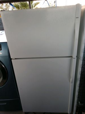 """KENMORE"" FRIDGE TOP BOTTOM IN VERY GOOD CONDITION for Sale in Phoenix, AZ"
