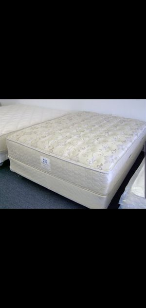 Excellent Queen Sealy Posturepedic Mattress, Boxspring and Bed Frame for Sale in Renton, WA
