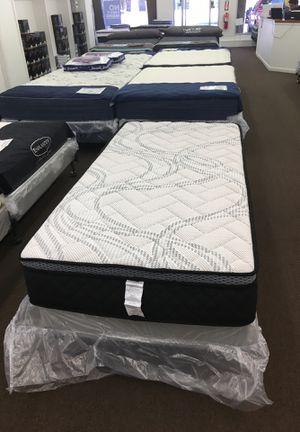 Smart flex memory foam hybrid for Sale in Jacksonville, NC