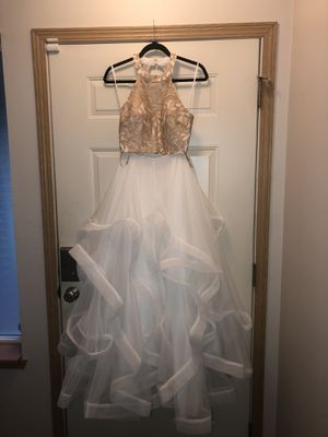 Beautiful holiday dress for Sale in Lake Stevens, WA
