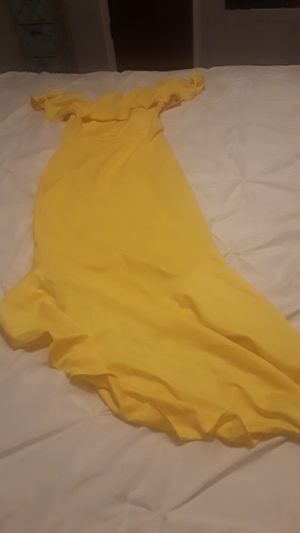 Yellow dress xl for Sale in Pasadena, TX