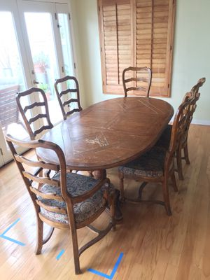 Formal dinning table and six chairs and two leafs for Sale in Costa Mesa, CA