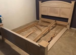 {FREE}Cali King mattress and boxspring set (headboard, footboard & rails included) *must pickup* FCFS. for Sale in Las Vegas, NV