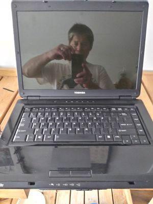 Toshiba Laptop. NEEDS cord. for Sale in Portland, OR