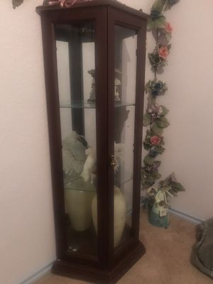 3 shelf cabinet for Sale in Beaumont, TX
