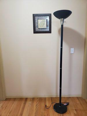 Floor Lamp (LIKE NEW) for Sale in Auburn, WA