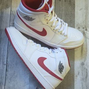 Air Jordan Retro 1 Metallic White/Red for Sale in Oklahoma City, OK