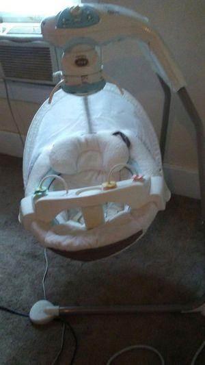 Cradle n swing baby swing for Sale in Bountiful, UT