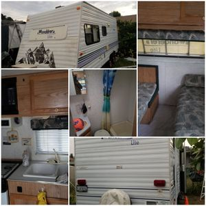 Camping trailer 19ft a 2000 for Sale in La Habra Heights, CA