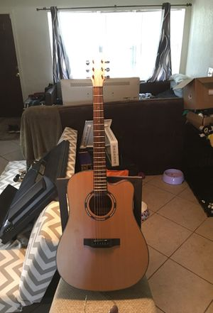 Very nice acoustic guitar for Sale in Hollywood, FL