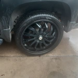 24 S Up 4 Sale Good Tires 90 % for Sale in Irving, TX