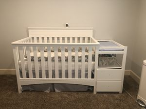 Crib with diaper changing side for Sale in Ridgefield, WA