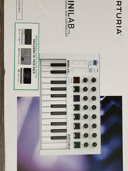 Arturia MiniLab MkII 25 Slim-key Controller [White] for Sale in Saratoga Springs,  UT