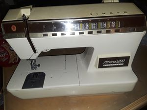 Singer sewing machine for Sale in Lakeland, FL