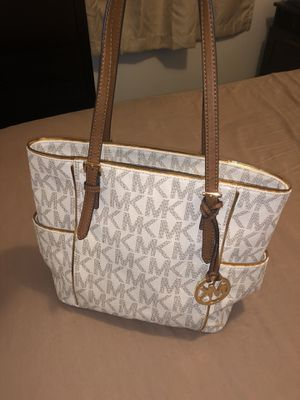 Michael kors tote and wallet for Sale in Chicago, IL