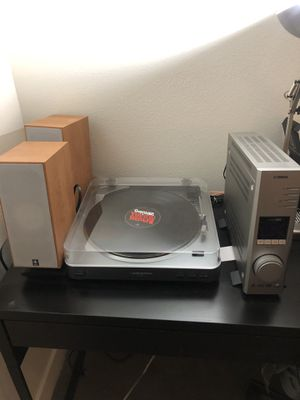 Audio-technica record player with Yamaha amp and speakers for Sale in Portland, OR